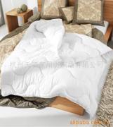白色七孔被、床垫、枕芯等